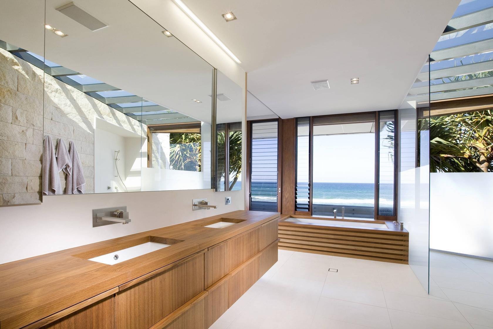 Modern beach bathroom decor - Houses 32 Albatross